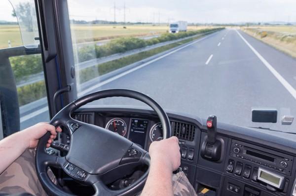 LKW-Fahrer-am-Steuer